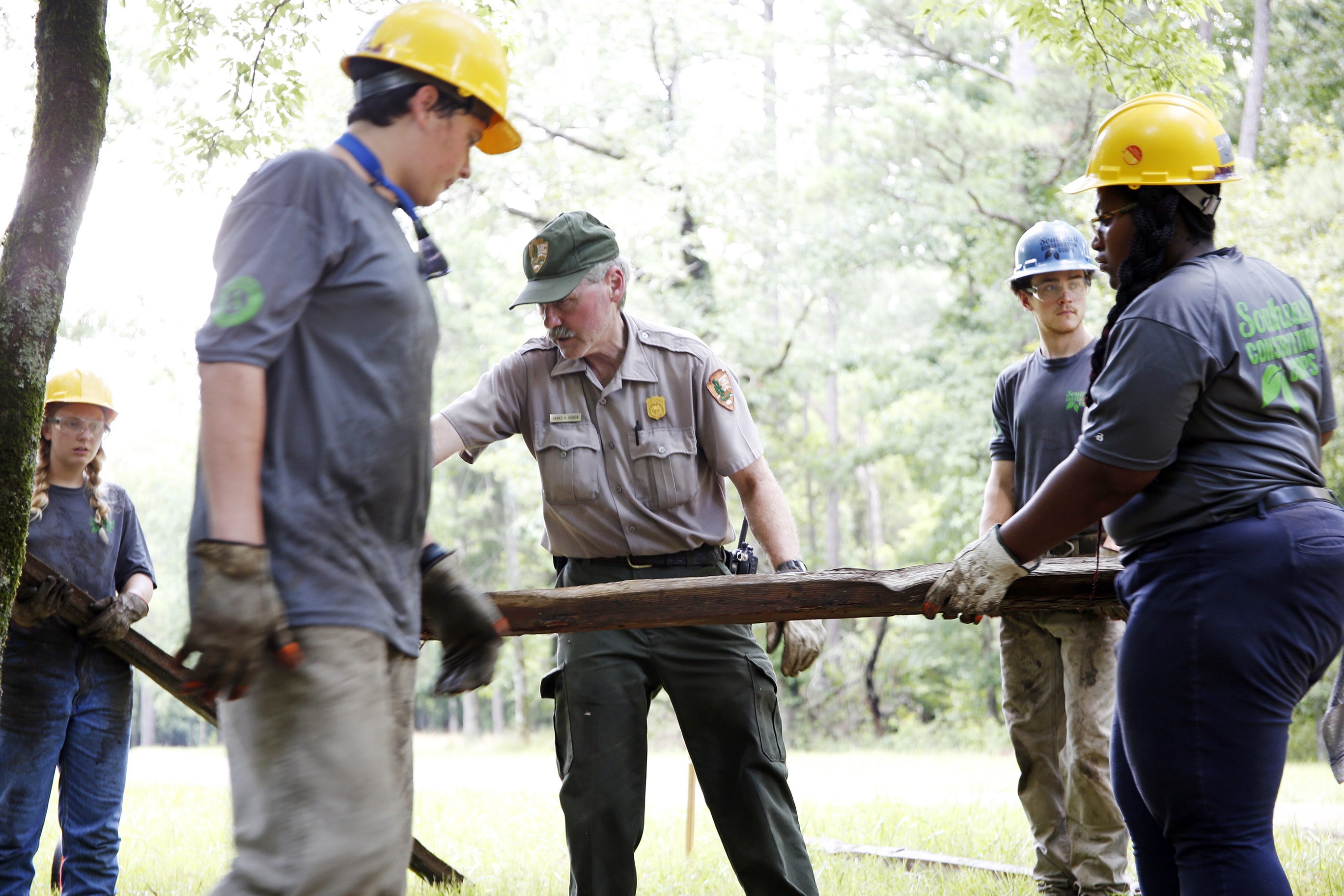Youth-Crew-working-with-NPS-staff.jpg#asset:425